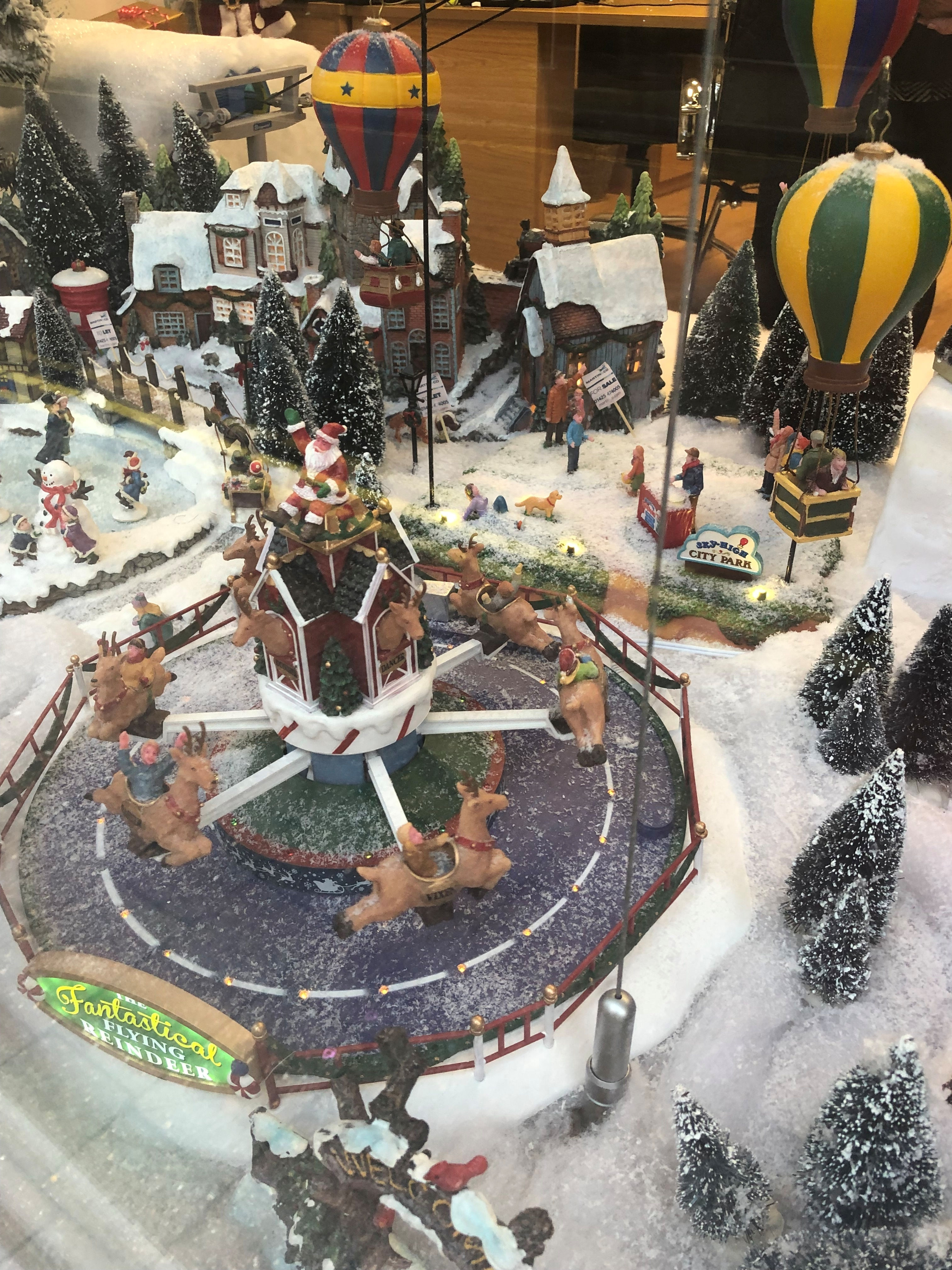Ringwood_ChristmasWindow_Jan19